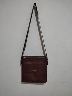Sling Bag Merk Uomo (Tas Selempang) Warna Coklat