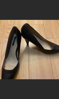Black shores size 10$80 for 4 shoes