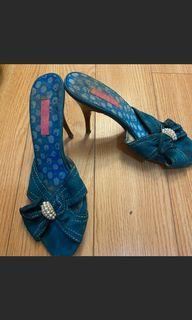 Green heel size 10$80 for 4 shoes