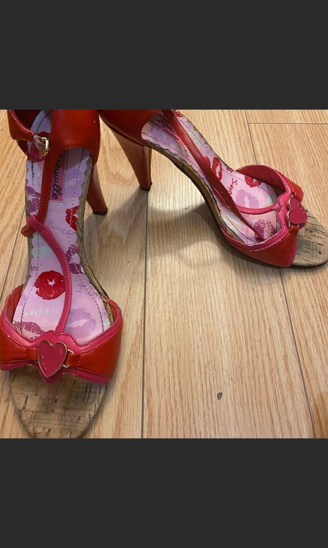 Red heel size 10$80 for 4 shoes 👠