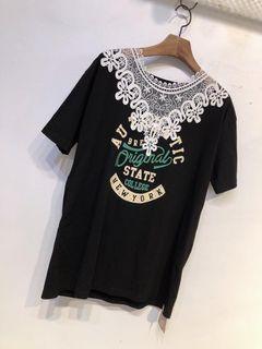 #2020掰掰 黑色蕾絲領綠黃英文字母短袖t恤