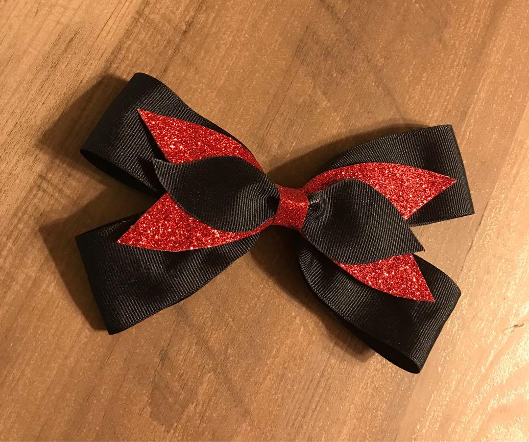 Black/red layered bow