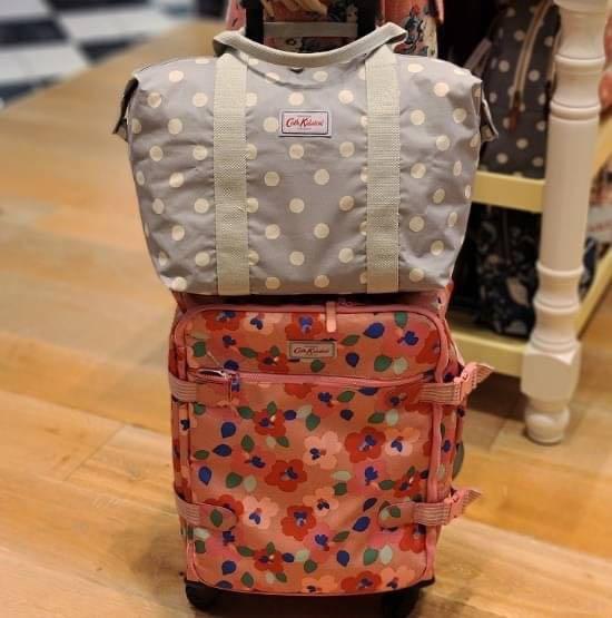 #Cath Kidston 商品:Cath Kidston 點點萬用包加贈化妝小包