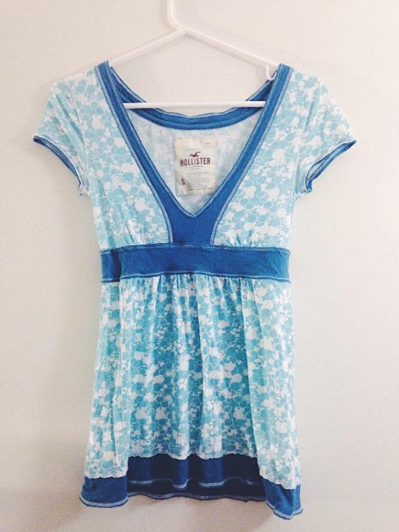 Hollister Blue Pattern T-shirt Size Small
