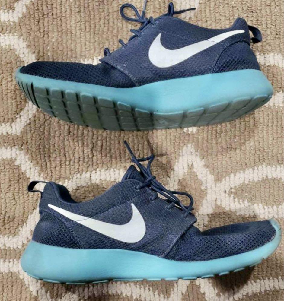 Like new Nike men's Roshe run squadron blue shoes