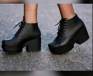 Melissa Stellar Boots Size 8