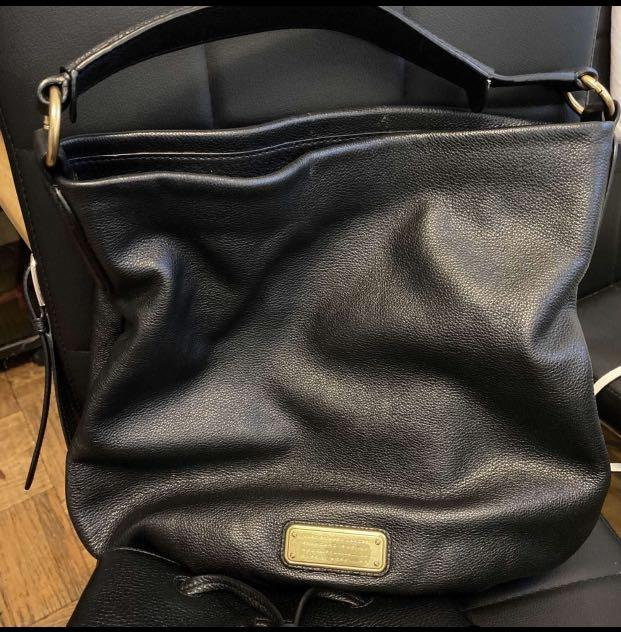 💯 Authentic Marc Jacob w/ Dustbag  in Excellent Condition.