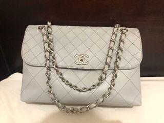 CHANEL Maxi Business grey SHW #13 holo, card, booklet & replacement Db