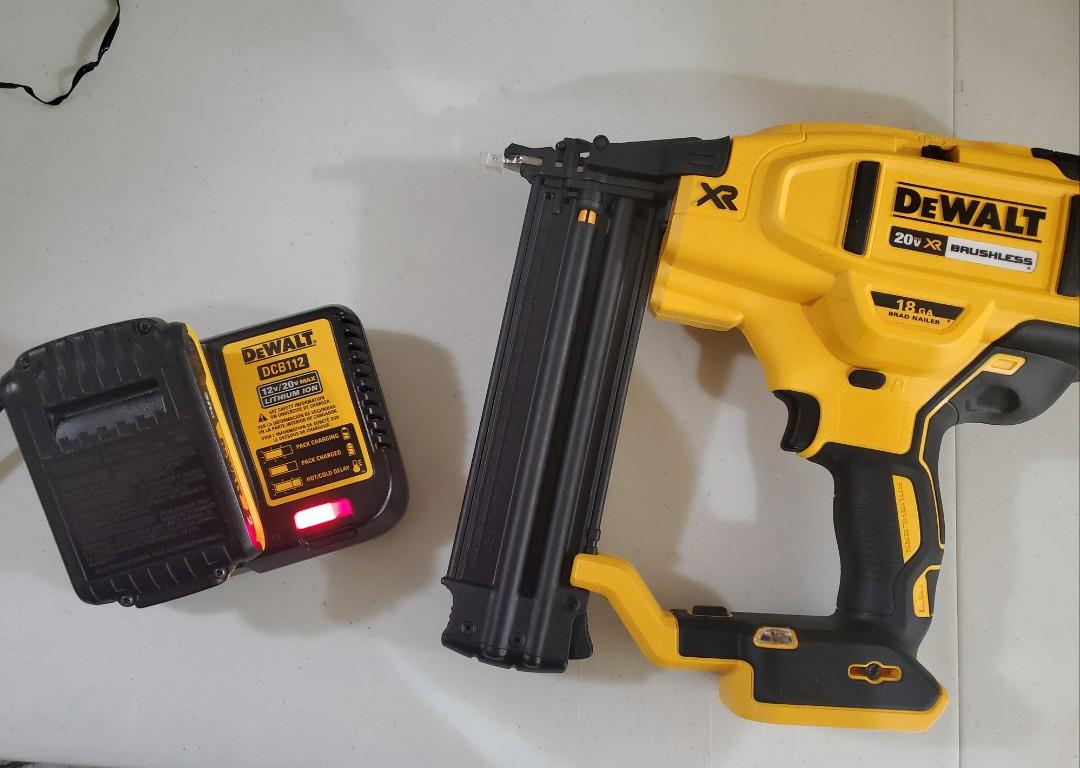 DeWalt DCN680 20V XR Brad Nailer 18 Gauge kit