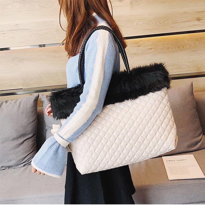 Snowy shopping bag 🛍 78bags