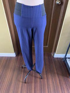 Vera wang pants, S but fits a medium, very nice fit, soft stretch material,400