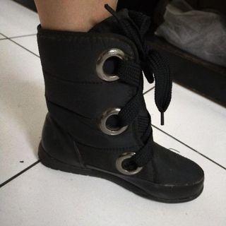 黑靴38號