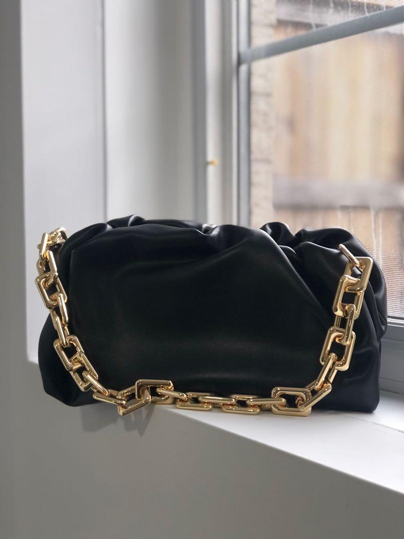 Bottega Veneta- the chain pouch