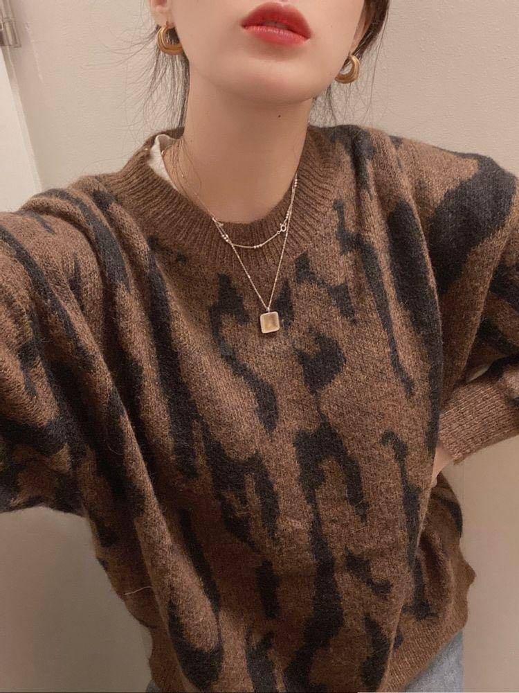 #正韓上衣  特價款~ 商品:豹紋針織上衣