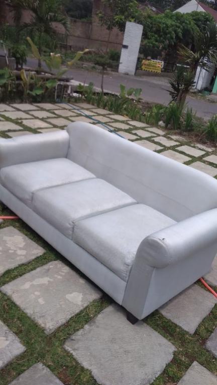 Sofa second kotor kembali bersih (cuci sofa murah Jogja, harga per seat)