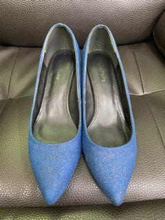 達芙妮尖頭低跟鞋