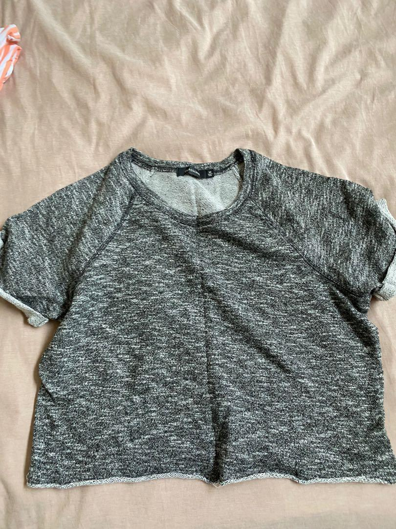 Cropped grey top