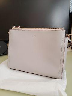 Lo & Sons Pearl crossbody  in light grey saffiano leather