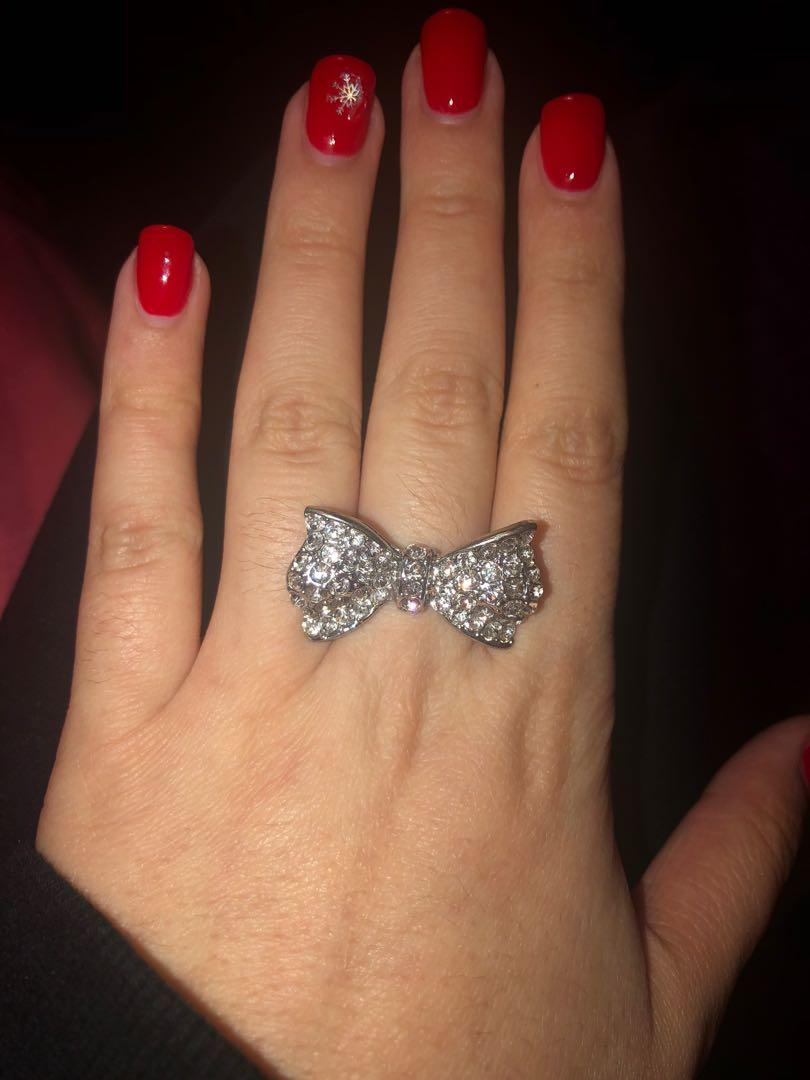 silver sparkly bow ring