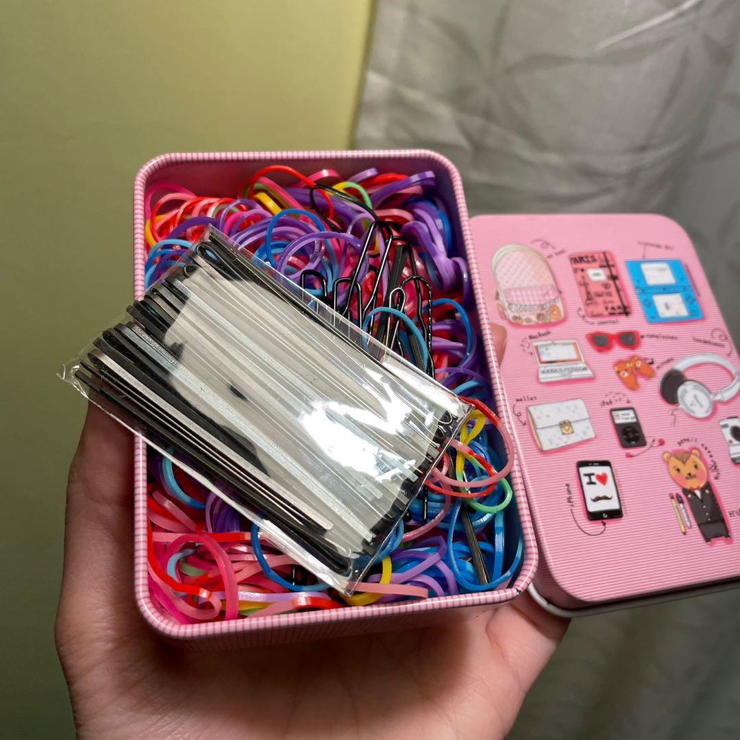 粉紅色鐵盒多色橡皮筋綁帶髮圈黑色髮夾