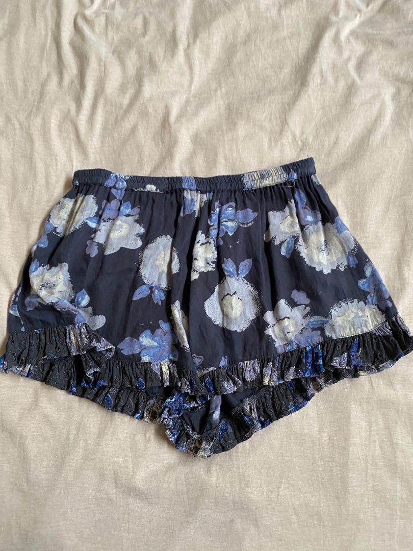 Floral frill shorts