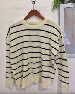 Knit broken white stripe