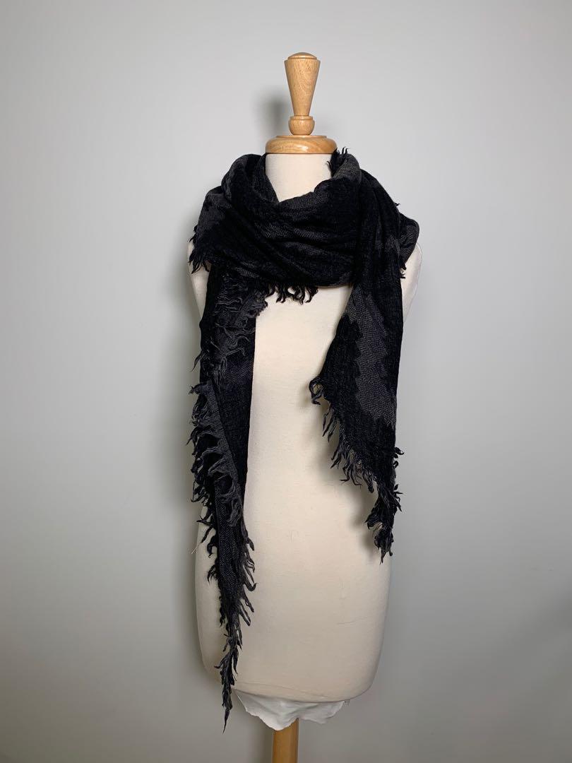 Aritzia - oversize triangle scarf