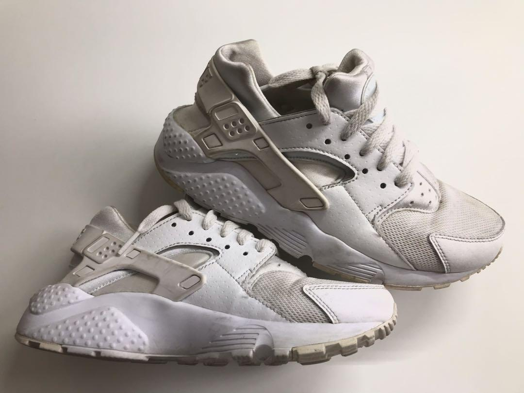 Used white Huaraches 5.5Y