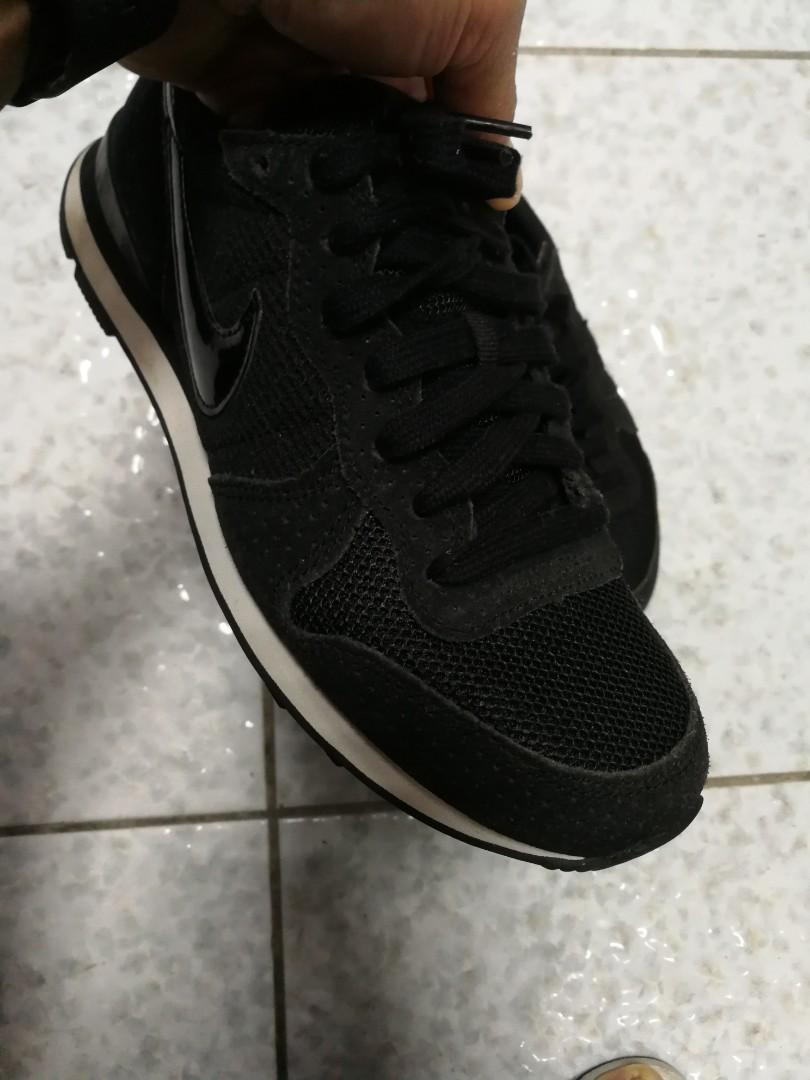 Nike, adidas