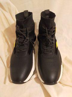 (全新)黑色真皮拼接針織運動風高筒鞋