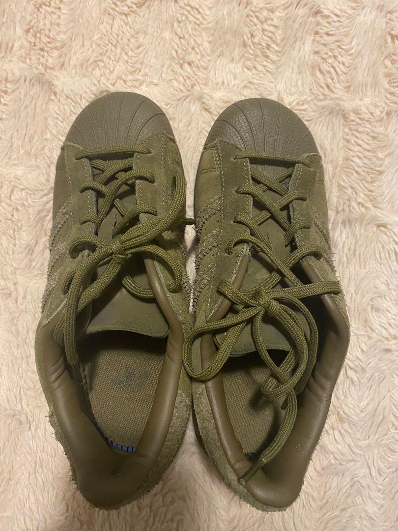 Adidas superstars velvet green. KIDS SIZE 2