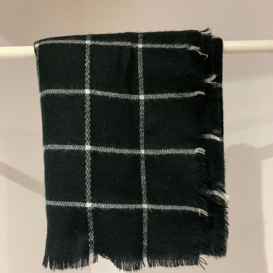 Guess black blanket scarf