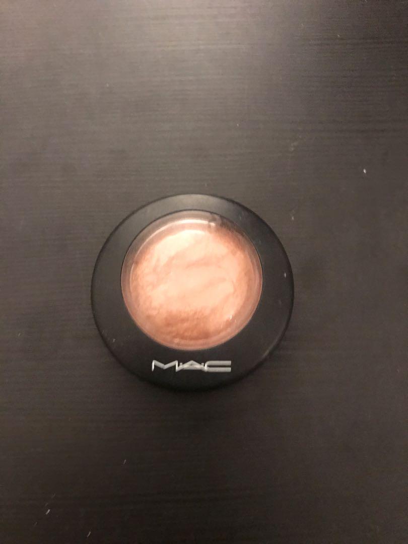 Mac Global Glow Highlighter