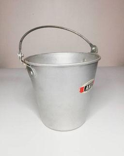 Tin pail