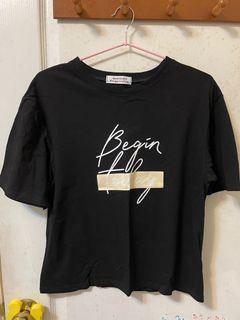 全新-素黑色寬版休閒短袖logoT