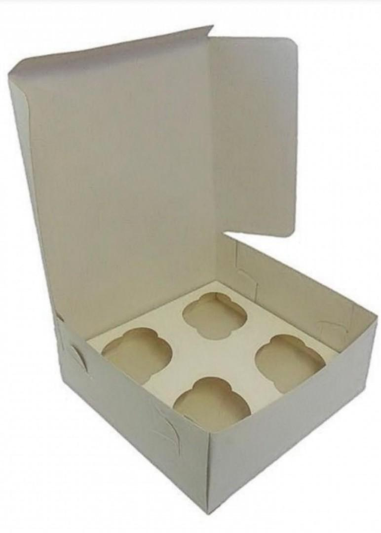 Box with inserts for 4 cupcakes
