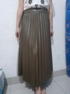 H&m Rok leather . size 38. new