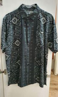 Kemeja pria motif batik