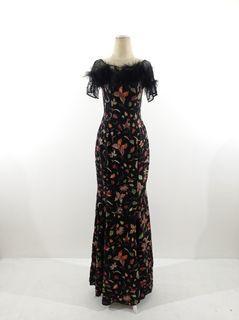 Gaun batik doby motif daun warna warni kombinasi brokat dan bulu-bulu untuk hiasan