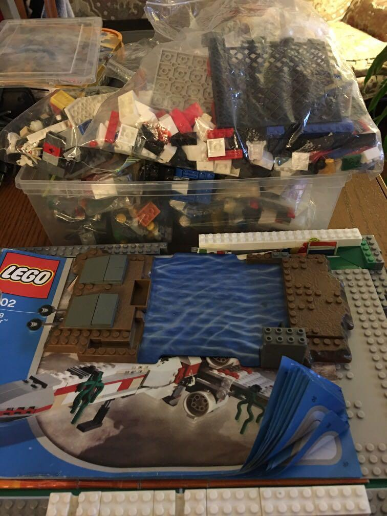 Loose Lego pieces from different sets