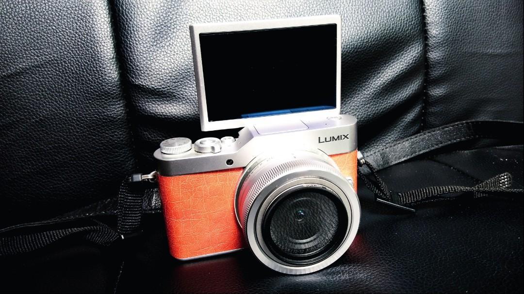 Panasonic Lumix DC-GF9 4k Vlogging Camera