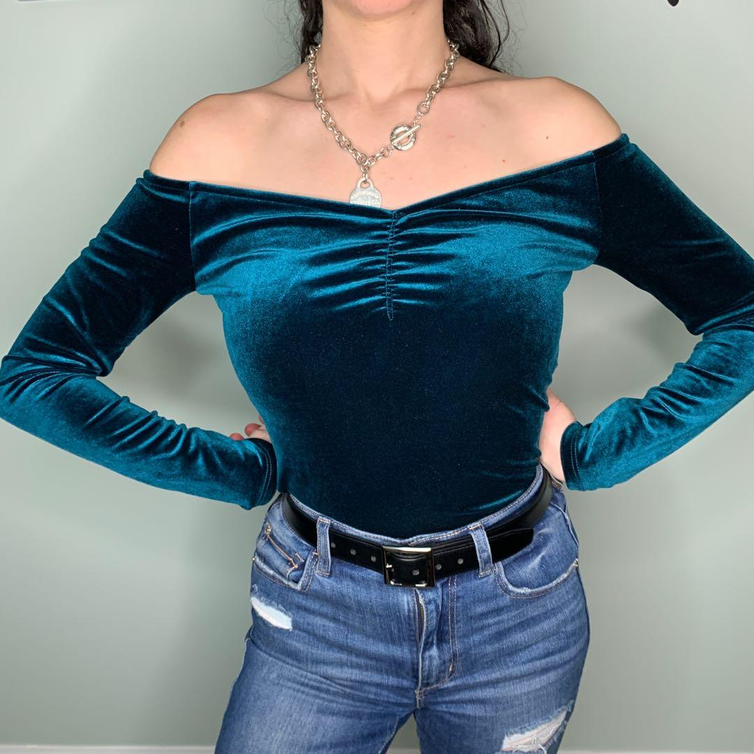 Off the Shoulder Velvet Long Sleeve