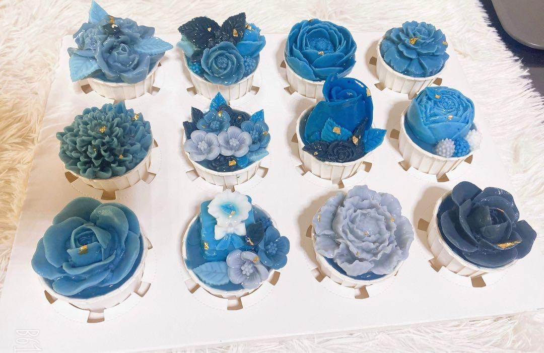 Jelly Flowers Cupcakes In Blue Food Drinks Baked Goods On Carousell