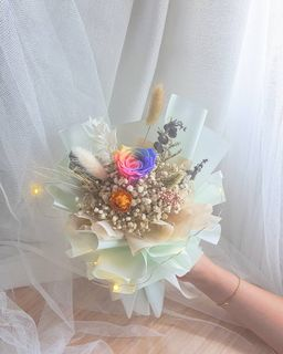 Preserved Flower Foundation Course Skillsfuture Credits Claimable Gardening Flowers Bouquets On Carousell