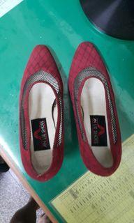 女高脚紅鞋