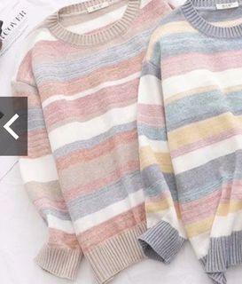 左邊那個色,咖橘針織毛衣