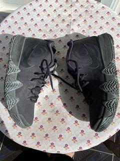 Nike Kyrie 4 Blackout