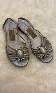 🛍 Ferragamo銀色鴕鳥皮涼鞋