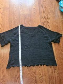 Black knitted top in M