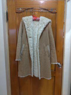 Uniqlo 麂皮駝色長大衣(絨毛內裡)